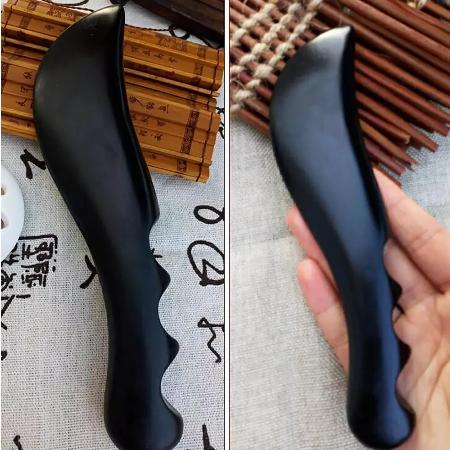 Gua Sha tool gemaakt van Si Bin Bianstone. Ideaal om te gebruiken voor een massage van zowel het gezicht als het lichaam.